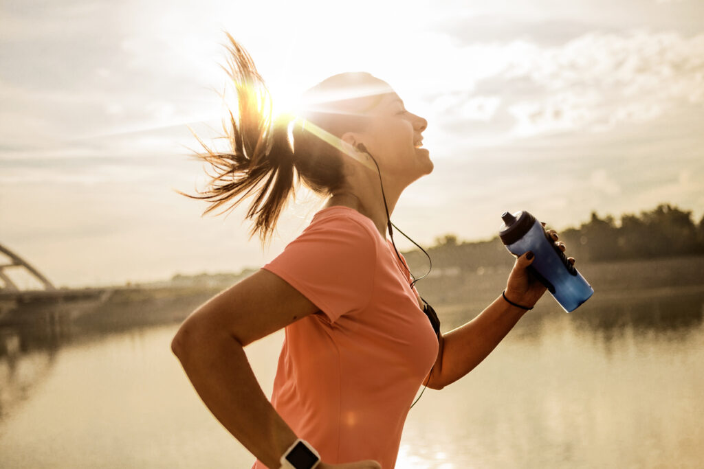Woman running with a filtered water bottle.